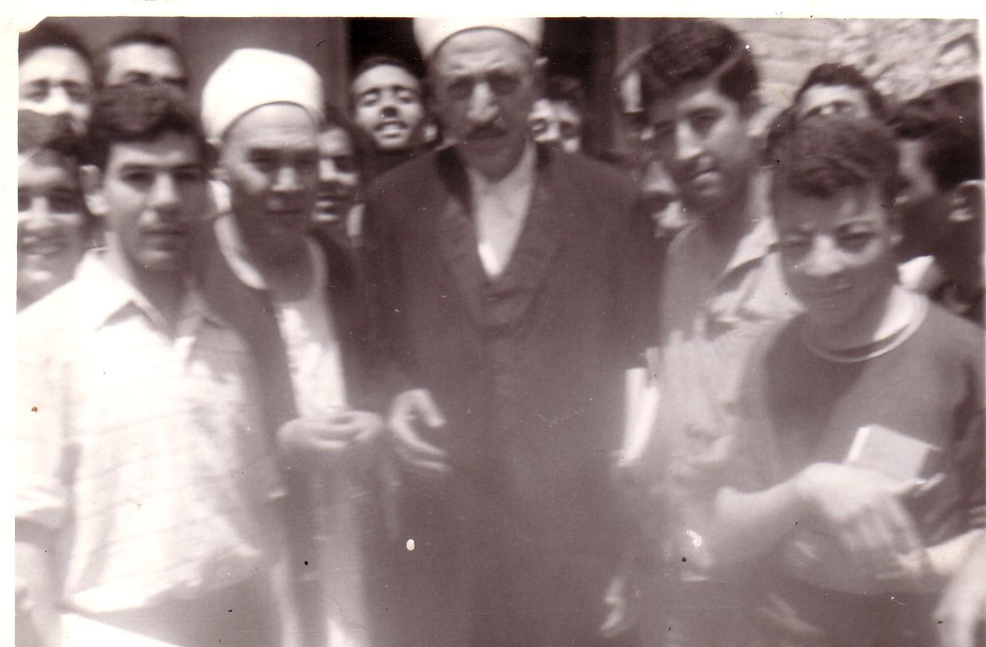 أحمد خيّاط بجانب العلاّمة الشيخ ' أبو زهرة - الجزائر 1969